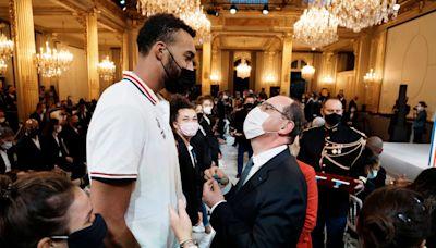 NBA/奧運勇奪銀牌凱旋歸鄉 法國男籃獲頒勳章紛曬照
