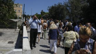 Magnitude-5.3 Earthquake in Greece Causes Athenians to Run Into the Streets