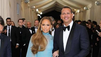 It's official: Jennifer Lopez and Alex Rodriguez have split. (For real, this time)