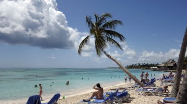 Canadian airlines boost seats to sun destinations, but Boeing grounding a 'wildcard'