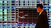台股重摔回測萬七 外資狂砍335億元 三大法人賣超390億元   Anue鉅亨 - 台股盤勢