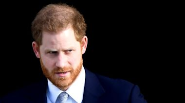 Royals issue legal threat over Canada paparazzi