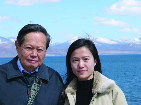 相愛17年,99歲的楊振寧曾表示:允許妻子改嫁,但財產需歸到子女