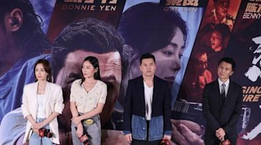 成龍王晶出席《怒火重案》首映禮,留空座位,懷念已故導演陳木勝