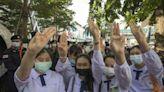 泰國政府將審查4間直播抗爭媒體 示威群眾要求當局釋放被捕者、撤銷緊急狀態命令