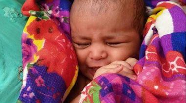 印度恆河發現女嬰盒內漂流 救人船夫獲表揚兼贈房子 | 蘋果日報