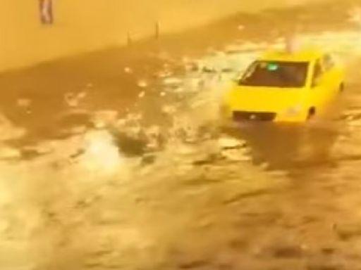 重慶暴雨水倒灌地鐵 積水1公尺急封鎖