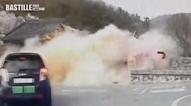 南韓老伯開車失控撞400年古蹟 3秒間倒塌近全毀 | 大視野