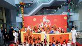 中市府揮毫贈春聯 盧秀燕和大師寫下:璀璨台中鼠運亨通