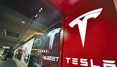 Tesla市值破萬億美元 馬斯克登首富