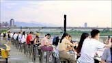 遊客在大稻埕碼頭開吃 黃珊珊:沒違法