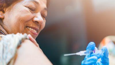中年人秋冬該打的3種疫苗:流感、帶狀皰疹、肺炎鏈球菌疫苗...自費還是公費?誰不能接種?一篇解析