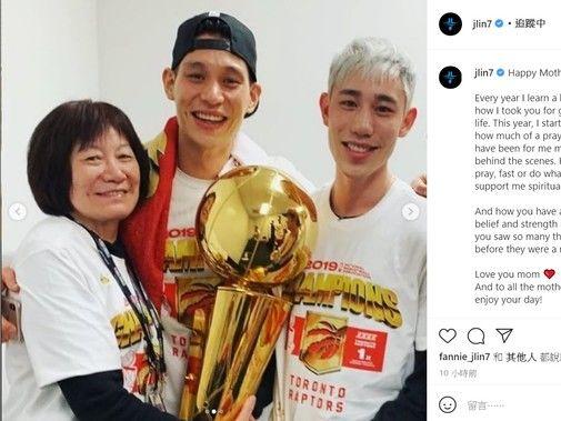 林書豪曬「奪冠照」慶母親節 林媽曾拿退休金助他追NBA夢