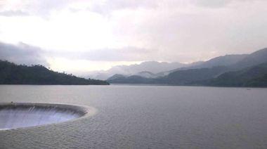 下游注意!南化水庫持續滿水位 不停溢洪中