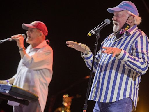 Review: Rock nostalgia (which rhymes with MAGA) at a drive-in Beach Boys concert