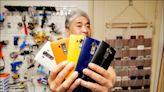 《中英對照讀新聞》South Korean 'phone maniac' won't give up his LG smartphones 南韓「手機狂人」不打算棄用LG智慧型手機