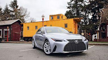 連成一線 2021 Lexus IS 300 RWD