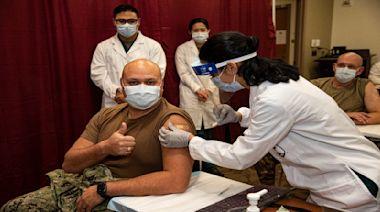 美軍人.公務員強制接種 疫苗政治化衍生「偷打」潮