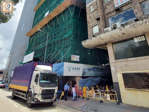敬業街地盤發生吊臂車意外 3工人受傷送院