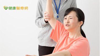 五十肩無法梳頭? 「關節授動術」解決困擾