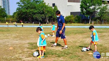 玩遊戲學踢足球 中市府前進校園推廣幼童足球