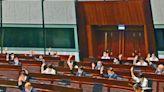 立會通過修訂宣誓條例 逾30區議員辭職或被DQ | 星島日報