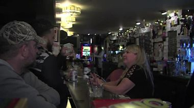 Wisconsin bars packed after court strikes down stay-at-home order