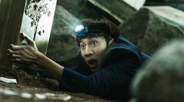李光洙遭吊空中翻轉飄出怪味 演員、導演都誤會:他出現生理反應