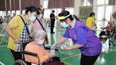 幫忙疫苗接種接觸大量人群 嘉義縣為支援社工打疫苗