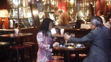 打疫苗換取復業 酒吧業憂查證顧客釀磨擦 黃家和:員工不應鬥氣
