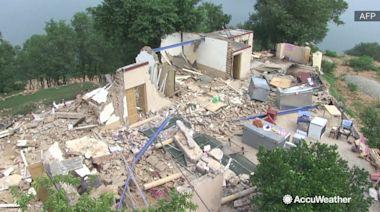 Pakistan in ruins as earthquake kills 38