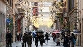 Italy tightens curbs for Christmas as COVID deaths hit record high