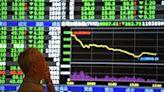 台股大逃殺崩跌652點 外資狂砍423億 三大法人賣超544.2億元 | Anue鉅亨 - 台股盤勢