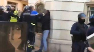 Policier violent à Toulon: le procureur ouvre une enquête