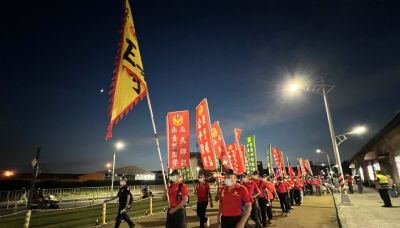 國慶焰火晚間登場 退警場外反年改遊行隊伍超整齊