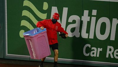 Los Angeles Angels fans throw trash cans, boo Houston Astros over cheating scandal