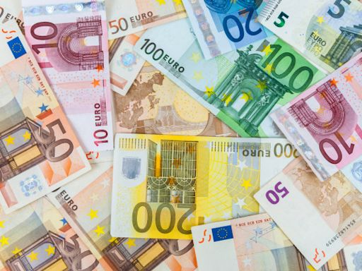 EUR/USD Price Forecast – Euro Drafting Lower