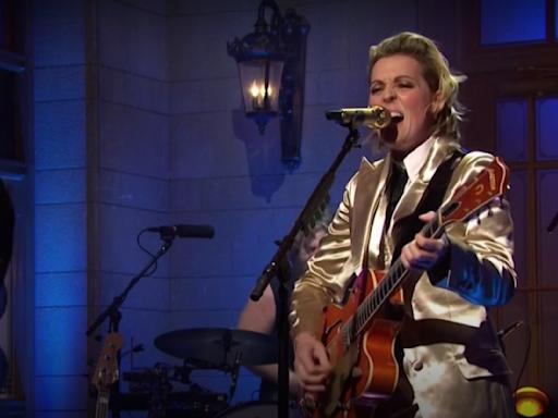 'SNL': Watch Brandi Carlile's Gale-Force Debut