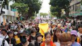 彩虹飄揚南台灣!高雄同志遊行破6萬人 金曲歌后獻唱新歌助陣