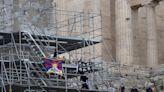 呼籲抵制北京冬奧 3美籍西藏、香港人攀衛城揮旗被捕