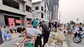 越南防疫過度農產品滯銷 河內人送愛搶當賣菜郎