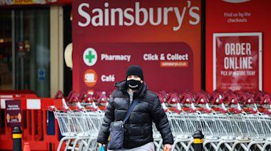 「自由日」變「混亂日」:英國50萬人收到隔離通知,百業缺工掀起「Pingdemic」恐慌潮 - The News Lens 關鍵評論網