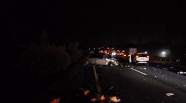 中山高橋頭死亡車禍!5車撞成一團 1人拋出車外喪命