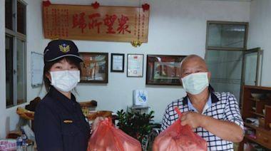 疫情期間第一線員警辛苦了 里長送肉粽表謝意 | 蕃新聞