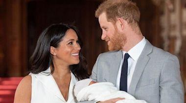 小王子兩歲了!哈利、梅根「愛兒全身照」罕曝光