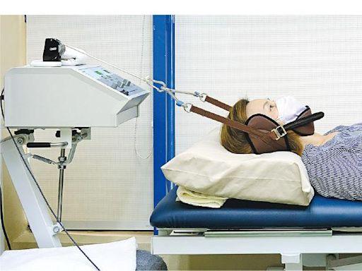 低頭族痠痛注意 土法「吊頸健身」易傷神經 物理治療「牽引」快速減痛 - 20210720 - 副刊