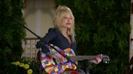 Dolly Parton performs 'Coat of Many Colors'