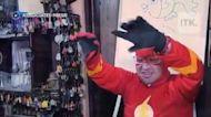學校老師打扮成超級英雄上線上課程囉!