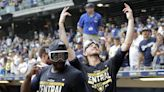 Brewers clinch NL Central, send Mets to losing season