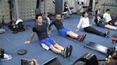 蔣萬安變身健身教練 藍民代帶你過年動一動